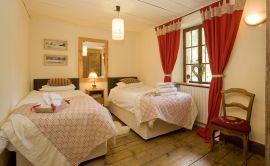 bedroom-3b.jpg