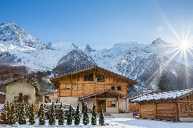 Chalet in winter with parking for 5 cars