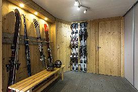 11 - Bootroom.jpg