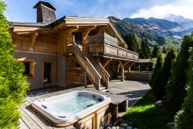 Chalet Granit hot tub with a view