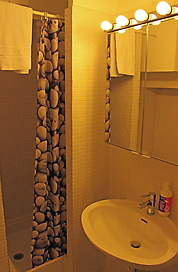 WEB-Relais-bathroom-edited2.jpg