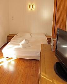 WEB-Relais-bedroom-edited4.jpg