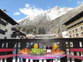 Breakfast on The Balcony (1).JPG
