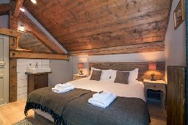 R6+bedroom.jpg