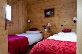 Pumori & Makalu Bedroom 1.jpg