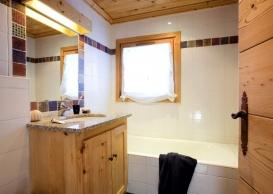 Pumori & Maklau Bathroom.jpg