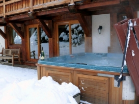 17_Chalet_des_Islouts_hot_tub_Terrace_Chamonix_France_800x.JPG