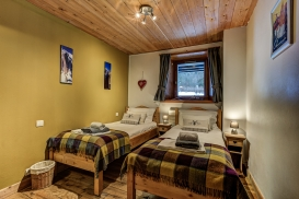 _AJP4437And8more2019-12-outdoor-chalet-sun.jpg