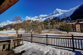 _AJP6246And8more2019-12-outdoor-chalet-sun.jpg